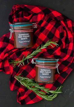 Espresso Hot Fudge Sauce is made in the slow cooker and it's the perfect holiday gift for all your friends and family this holiday season who have a strong love of coffee and chocolate! Cafe Barista, Hot Fudge Sauce, Soup Mixes, Ice Cream Toppings, Mason Jar Gifts, Everyday Food, Food Gifts, Blondies, Hostess Gifts