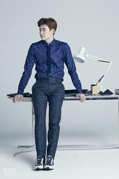 7 Dapper photos of Lee Jong Suk as a perfect employee