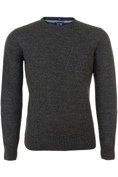 Donkergrijze gebreide trui in een zachte wolmix van Armani Jeans. De ronde hals trui heeft een groot AJ logo op de borst genaaid
