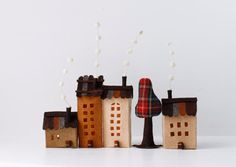 Miniature of four building in pale brown tones and one tree. Made of felt, treated to get some rigidity. The measures range from 5 (13 cm) and 2 (5 cm) of the smaller house. Collect, play and build your street.:) If you would like any more building, feel free to ask me. The entire collection
