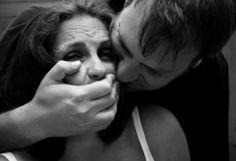 Бизнесмен държал в сексуално робство цели 10 години жена си и своите деца - http://novinite.eu/biznesmen-darzhal-v-seksualno-robstvo-tseli-10-godini-zhena-si-i-svoite-detsa/