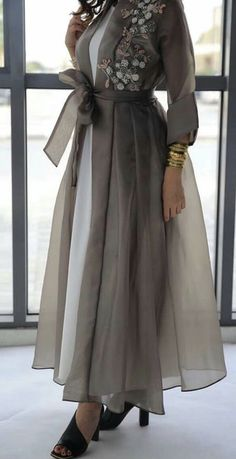 Trendy Fashion Design Hijab Maxi Dresses L'image contient peut-être : une personne ou plus New Arrival Skirt, Street Style Abaya Fashion, Muslim Fashion, Modest Fashion, Fashion Dresses, Mode Abaya, Mode Hijab, Look Fashion, Trendy Fashion, Fashion Design