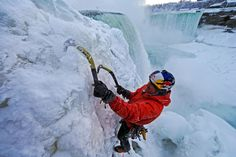 Canadian ice climber Will Gadd made history Tuesday when he became the first person to ascend a frozen section of Niagara Falls Niagara Falls Frozen, Ice Climber, Frozen Photos, Ice Sheet, Action Photography, Sports Humor, Funny Sports, Extreme Sports, Mountaineering