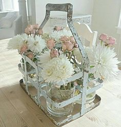 Shabby chic is a soft, feminine and romantic way of decoration style that looks comfortable and inviting. Are you passionate about the shabby chic interior design and decoration? Check out these awesome shabby chic decor diy ideas & projects. Cottage Shabby Chic, Baños Shabby Chic, Cocina Shabby Chic, Shabby Chic Decor Living Room, Shabby Chic Bedrooms, Shabby Chic Furniture, Cottage Style, Shaby Chic, Shabby Chic Farmhouse