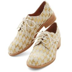 Jeffrey Campbell Menswear Inspired Jeffrey Campbell Gilted Pleasure... ($92) ❤ liked on Polyvore featuring shoes, oxfords, flats, gold, white, flat, oxford flat, white oxford shoes, flat oxford shoes and white oxford