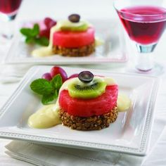 Plant-Based Breakfasts are both filling a nutritious. This Watermelon Benedict is incredibly stunning and easy to make. Get this recipe and other healthy plant based recipes today! Watermelon Soup, Watermelon Recipes, Fruit Recipes, Orzo Salat, Caprese Salat, Gazpacho, Feta, Lemon Soup, Salads To Go