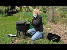 Vermicomposting - composting with worms! Red Worm Composting, Composting At Home, Red Worms, Worm Farm, Earthworms, Garden Tools, Garden Ideas, Plant Growth, Back To Nature