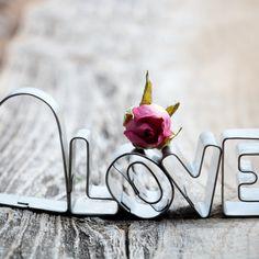 Love-confession-iPad-4-wallpaper-ilikewallpaper_com.jpg (2048×2048)