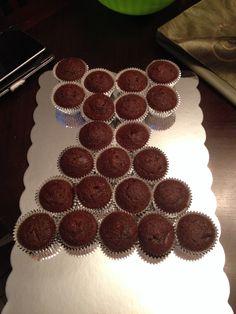 Dress cupcake cake before decor