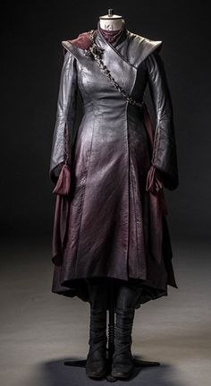 Daenerys Targaryen Dress, Khaleesi, Got Costumes, Movie Costumes, Game Of Trone, Fantasy Costumes, Mother Of Dragons, Costume Design, Designer Dresses