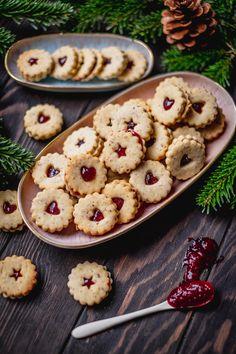 Merkur Blog | Linzer Augen Root Vegetables, Christmas Cookies, Desserts, Blog, Banana, Biscuits, Schokolade, Christmas Eve, Weihnachten