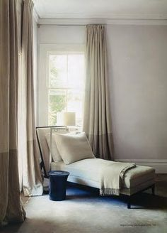 Love the two tone color drapes
