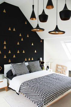 decoracao dourada para quarto com preto e branco