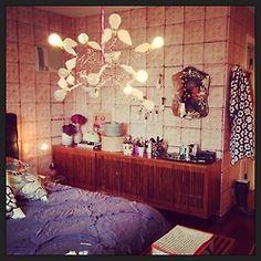 De tudo um pouco...Merci wallpaper Brooklyn tins  Ingo Maurer lamp granny square crochet antropologie rivulets quilt Adriana Barra pillow