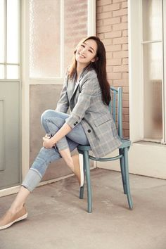 Park Min-young, Ravishing Like the Spring Actress Park Min-young is fresh and beautiful like spring in her most recent collection and photoshoot with women's brand COMPAGNA for the S/S collection. SEE DETAILS. Korean Fashion Trends, Asian Fashion, Korean Girl, Asian Girl, Casual Outfits, Fashion Outfits, Womens Fashion, Business Dress, Look Blazer