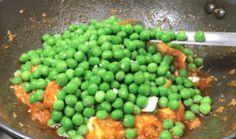 Matar Paneer Recipe In Hindi Matar Paneer Recipe In Hindi, Paneer Recipes, Curry Recipes, Recipes In Marathi, Gujarati Recipes, Badam Milk Recipe, Bhel Recipe, How To Make Eggs, Dum Biryani