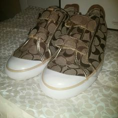 %Authentic Coach Britt A1301 Super cute worn less than 5 times does have super minimum ware as shows in the pics. Does come with box and the tissue paper they where wrapped in. They are a size 8 Coach Shoes Flats & Loafers