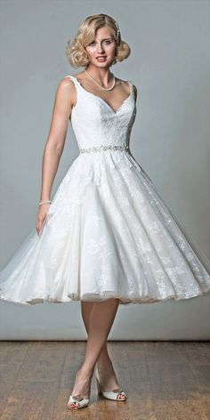 There are so many reasons to love vintage style wedding dresses and it differs from bride to bride. Here are five great reasons why you should consider wearing a short vintage style wedding dress on your wedding day. Vintage Style Wedding Dresses, Wedding Dresses With Straps, Tea Length Wedding Dress, Wedding Dresses For Sale, Bridal Gowns, Wedding Gowns, 2017 Wedding, Wedding Venues, Vestidos Retro