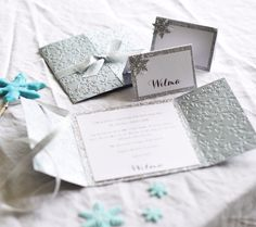 Placecards invitations frozen party