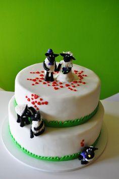 Shaun The Sheep Wedding Cake Shaun The Sheep, Cake Central, Fondant Icing, Farm Yard, Home Recipes, Cake Decorating, Wedding Cakes, Cupcakes, Desserts