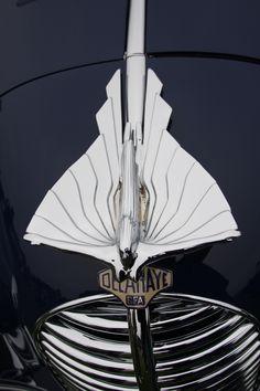 hood with ornamentation: - ° Hood ornaments and badges. -Delahaye hood with ornamentation: - ° Hood ornaments and badges. Retro Cars, Vintage Cars, Antique Cars, Car Badges, Car Logos, Car Bonnet, Car Hood Ornaments, Automotive Art, Art Deco Design