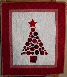 Christmas Tree Quilt with three different sized yo-yo's
