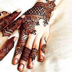 We are here with the most exciting Pakistani mehndi designs that can decorate your bridal look more than anything. Check these pretty mehndi designs out! Pakistani Mehndi Designs, Eid Mehndi Designs, Mehndi Designs For Girls, Wedding Mehndi Designs, Mehndi Design Images, Mehndi Patterns, Henna Images, Henna Hand Designs, Mehndi Designs Finger
