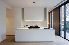 O estilo minimalista busca extrair o essencial de um espaço. O que não for estritamente necessário pode cair fora, dando maior destaque para o que usamos d