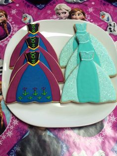 Disney Frozen Anna and Elsa Frozen Cookies. See more Frozen cookie ideas for… Cookies Cupcake, Fancy Cookies, Iced Cookies, Cute Cookies, Birthday Cookies, Cookies Et Biscuits, Olaf Cookies, Sugar Cookies, Disney Frozen Party