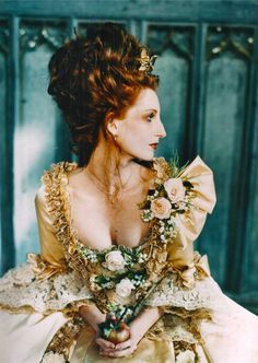 > fresh flowers & greens instead of massive jewels -- outdoor lush colors (Love the Apple detail) Marie Antoinette Costume, Rococo Fashion, 18th Century Costume, Fairytale Fashion, 18th Century Fashion, Rococo Style, Masquerade Ball, Historical Costume, Versailles