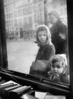 edouard boubat | boulevard saint germain paris 1948