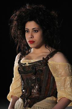 nathalia en costume de fille du peuple