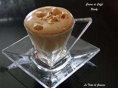 Ricetta per preparare una soffice e rinfrescante crema di caffè con il Bimby, come quella del Bar. A base di latte e caffè e senza panna. Arricchita da granella di nocciole o glassa al cioccolato.