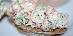 Krebsehale-bruschettas: Ristet brød med krebsehaler i en fantastisk dressing.