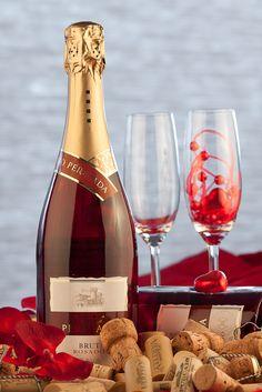 The Wine Adventure - Het Wijn Avontuur Salvador Dali, White Wine, Vodka, Alcoholic Drinks, Juice, Champagne, Adventure, Bottle, Glass