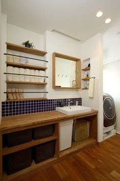 I like the towel storage idea! Bathroom Toilets, Laundry In Bathroom, Small Bathroom, Washroom, Interior Exterior, Interior Architecture, H Design, House Design, Japanese Interior