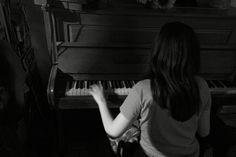 """""""Un pianoforte. I tasti iniziano. I tasti finiscono. Tu sai che sono 88, su questo nessuno può fregarti. Non sono infiniti, loro. Tu, sei infinito, e dentro quei tasti, infinita è la musica che puoi fare. Loro sono 88. Tu sei infinito.""""  Alessandro Baricco - Novecento"""