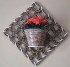 Recycled Paper Crafts, Cardboard Crafts, Diy And Crafts, Arts And Crafts, Newspaper Basket, Newspaper Crafts, Paper Basket Weaving, Tie Dye Crafts, Basket Crafts