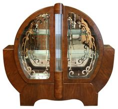 Art Decó china cabinet
