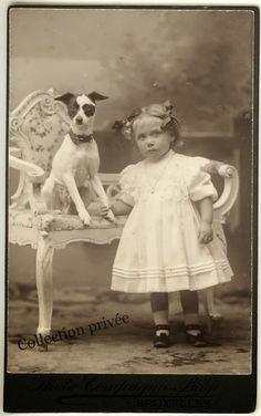 jouets d'enfants, jeux de photographes : Fillette posant avec un chien. Photographie Photo ...