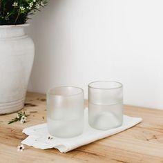 Juego de vasos en vidrio 100% reciclado de botellas. Cada vaso es una pieza única ideal para sorprender a tus visitas o para decorar tu salón