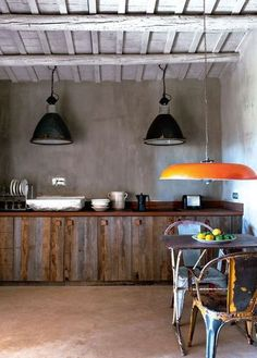Cuisine : Inspiration industrielle dans cette cuisine récup -- i would like to do something like this is my doll house i'm working on Industrial Lighting, Industrial Style, Barn Lighting, Interior Decorating, Interior Design, Deco Design, Rustic Interiors, Cabin Interiors, Rustic Chic