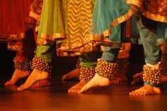 Ghungroos Folk Dance, Dance Art, Kathak Costume, Kathak Dance, Dance Wallpaper, Indian Classical Dance, Indian Music, Best Dance, Girls Dp