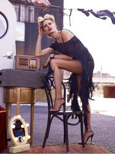 karolina kurkova8 Karolina Kurkova is Movie Star Glam for Vogue Mexicos June Cover Shoot