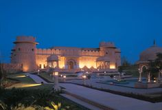 The Oberoi Rajvilas, Jaipur recreates the romance and grandeur of princely Rajasthan in a beautiful fort setting.