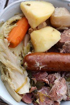 Dans mon panier il y a avait un beau chou. ET dans les recettes qui accompagnent mon panier, Gé le jardinier suggéré une potée bretonne avec son chou. C'était les vacances, mes parents étaient là, ça m'a semblé une super idée comme plat réconfortant et...