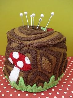 cupcakes stumps | cupcake cutie: Tree stump pincushion