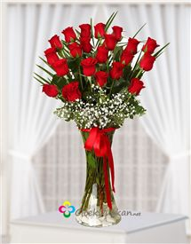 Aşk ın büyüsü kırmızı güller.. Glass Vase, Home Decor, Homemade Home Decor, Decoration Home, Interior Decorating