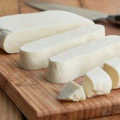 Paneer - Indian cream cheese - Many of you may not even know him yet, others only from Indian restaurants. Paneer or Panir. Cheese Recipes, Cooking Recipes, Cream Cheese Spreads, Unprocessed Food, Homemade Cheese, India Food, Vegan Cheese, Cheese Food, International Recipes