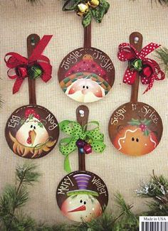 For parties, they are ideal to sublimate its Christmas decoration with ease, even at the last minute. With these 8 decorating ideas, there are… Continue Reading → Christmas Wood, Country Christmas, Christmas Projects, Holiday Crafts, Christmas Holidays, Spoon Ornaments, Painted Ornaments, Xmas Ornaments, Christmas Decorations